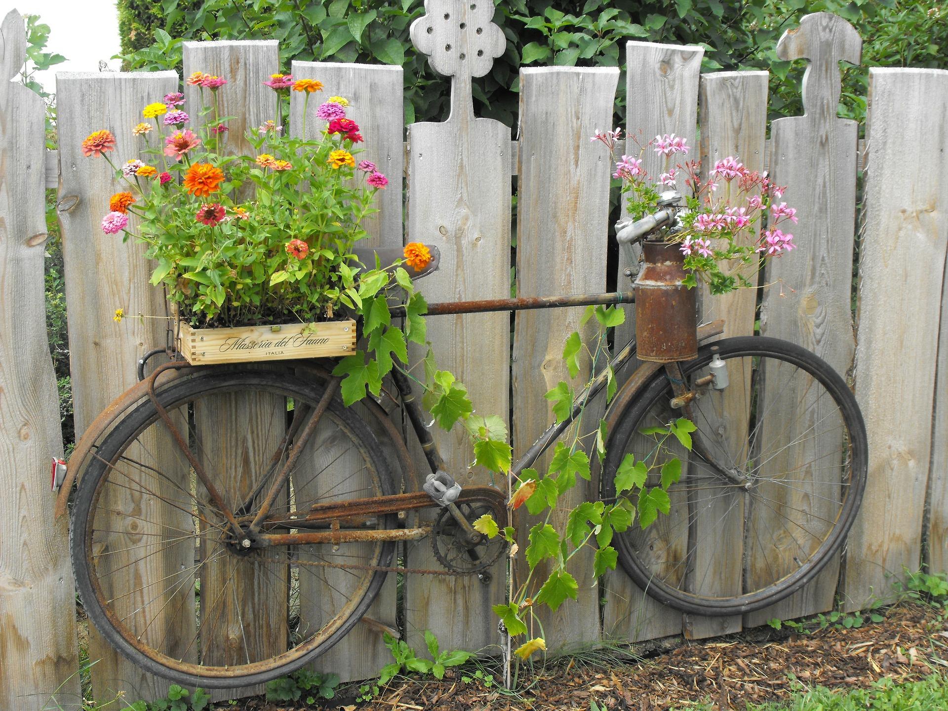 http://evhayat.com/wp-content/uploads/2014/05/eski-bisiklet-dekoru.jpg
