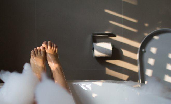 Sıcacık bir ayak banyosu ile kendinizi şımartın