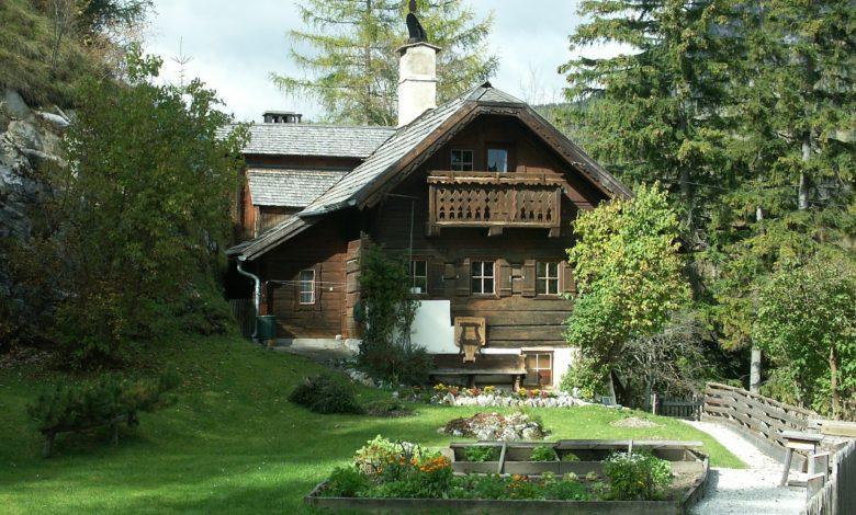 Kır evi bahçesi