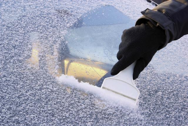 Kar İçinde Araba
