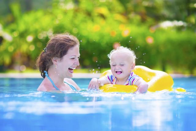 Havuzda Çocuklar