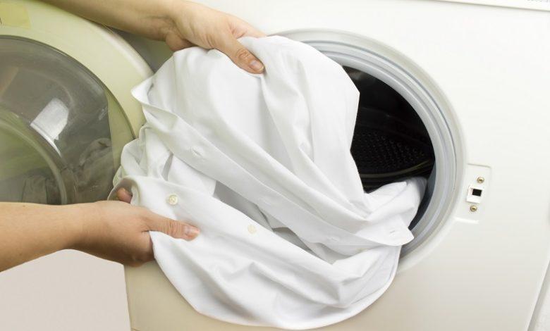 Boyanmış beyaz çamaşırların beyazlatılması