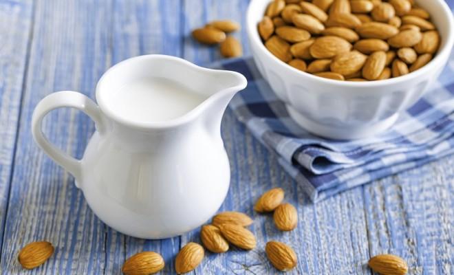 Badem Sütü Nasıl Yapılır? Badem Sütü Tarifi