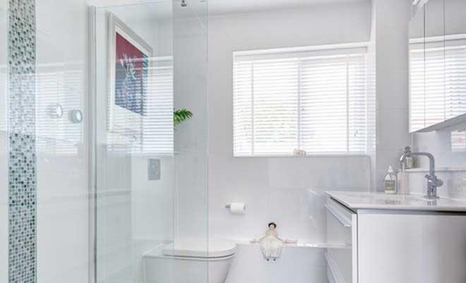 Banyoyu Geniş Gösteren Fayans Dekorasyonu
