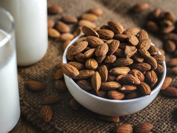 Pratik Badem Sütü