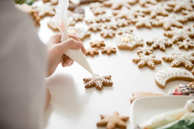 Glazür ile kurabiye süsleme